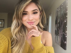 amateur photo Chachi Gonzales