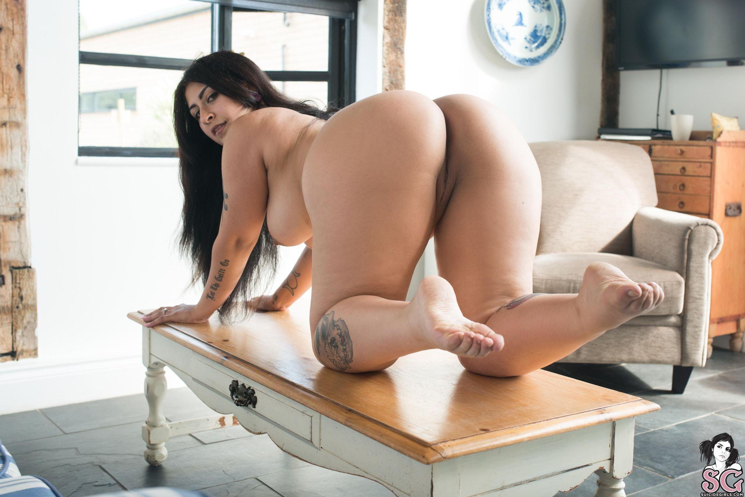 Curvy but not fat nude women