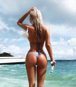 amateur photo Frederikke Lindh at the beach