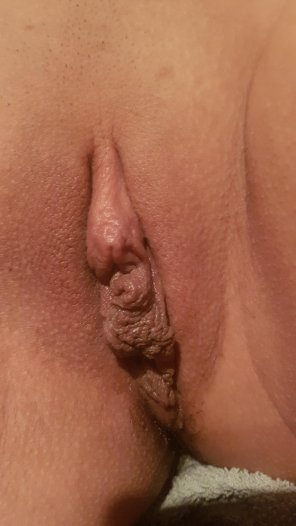 amateur photo From the archive. Another GW-user showing off her shaved whore hole.