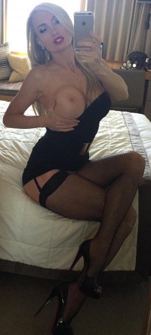 amateur photo stockings blonde