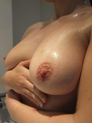 amateur photo Elise creamy boobs [Image]