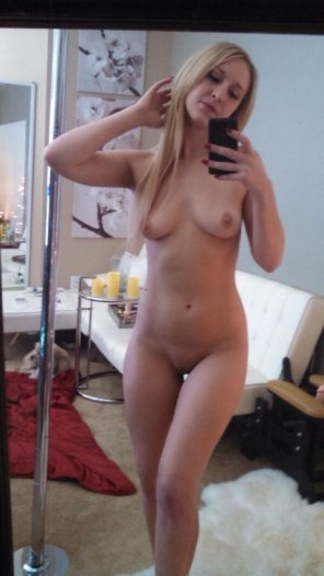 amateur photo Solid blonde body