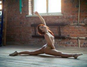 amateur photo Pretending to be ballerine