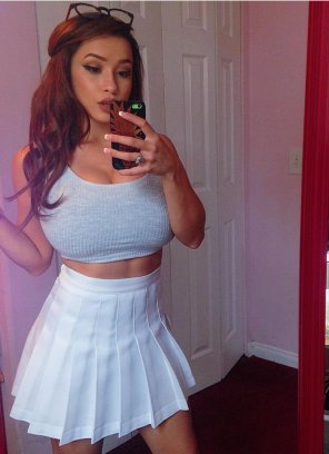 amateur photo White skirt