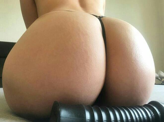 Tiny thong Porn Photo