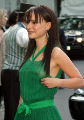 amateur photo Natalie Portman: Braless