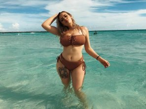 amateur photo Tattoo Girl in Water !!!