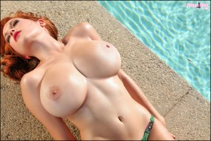 amateur photo Boobs by the pool