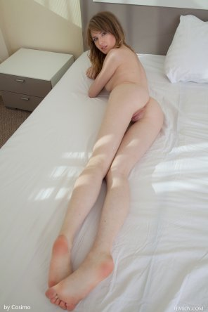 amateur photo Monika V - Lay Down Here