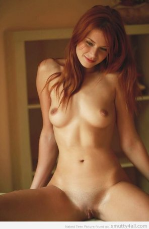 amateur photo Redhead with a beautiful body
