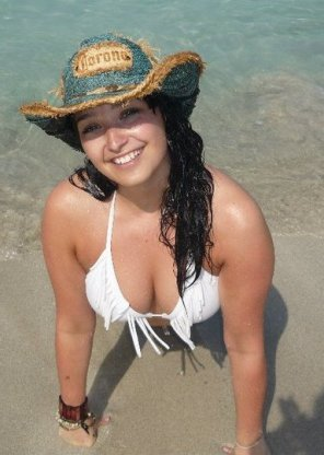 amateur photo Beach Cleavage