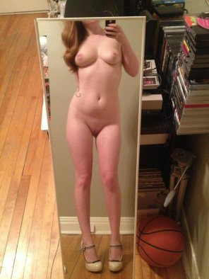 amateur photo Taking Mirror Selfie With My Sexy Naked Body. 𝓢𝓷𝓪𝓹 @ hotmaria999