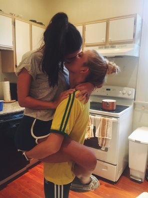 amateur photo Brazilian kiss