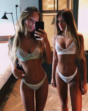 amateur photo Tantot Twins