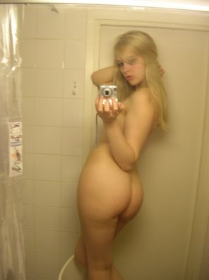 amateur photo Big butt blonde
