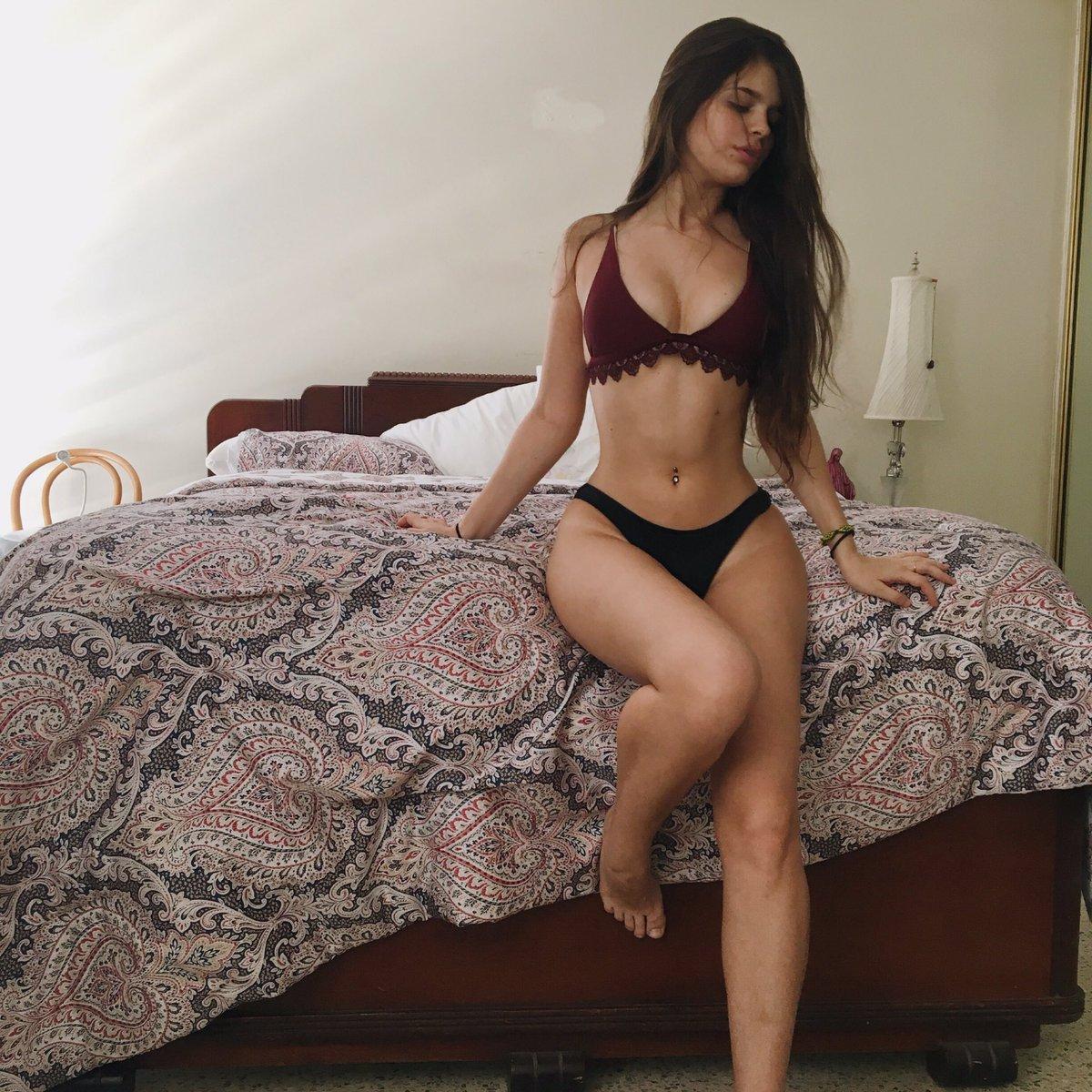 latina lesbijki działa ten cały trójkąt krew w seksie analnym