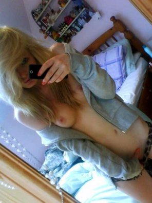 amateur photo Cute dirty blonde in the mirror