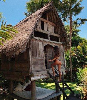 amateur photo A crazy hut