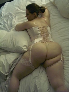 amateur photo corset in bed