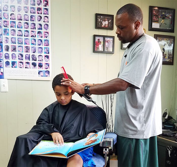 Kids get a $2 discount if they read a book aloud to this barber in Michigan while he sorts them out Porn Photo