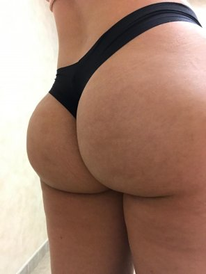 amateur photo [F] Thong of the day!!! Bubble Butt....