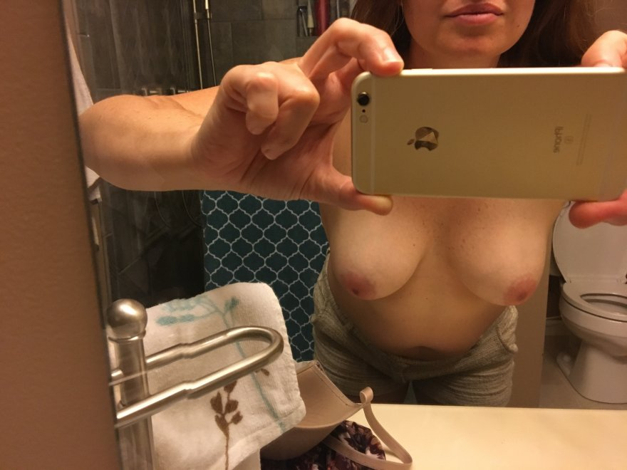 Wife just submitted selfie to me to share with yoy Porn Photo