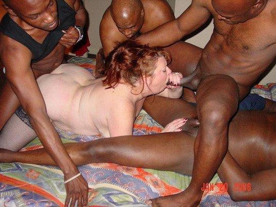 Czarna dziewczyna dostaje duży biały kutas