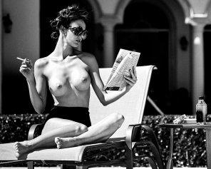 amateur photo Cigarette and shades
