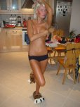 amateur photo Blushing tan girl in the kitchen