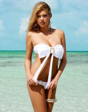 amateur photo Kate Upton is sexy white out fit at beach