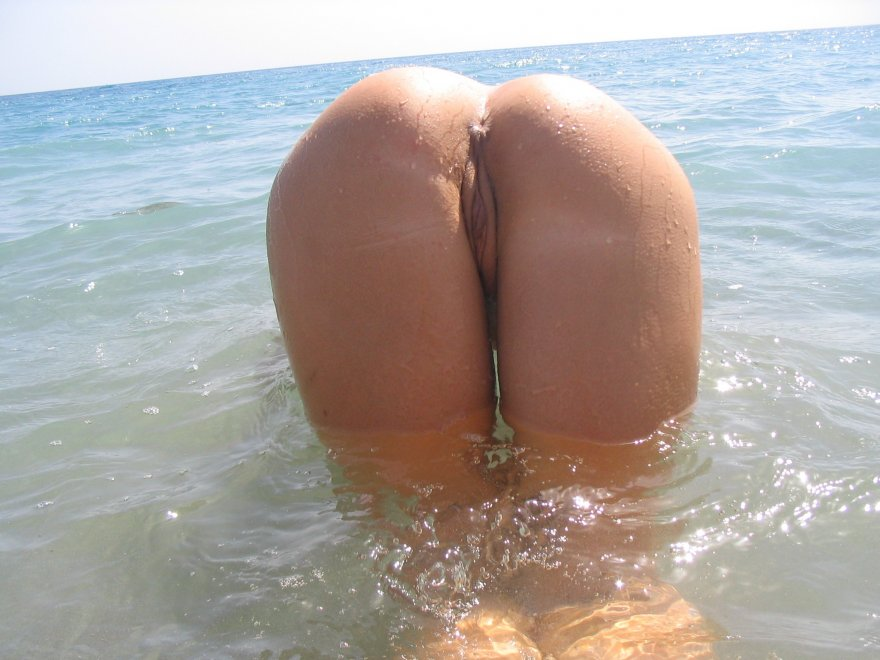 Booty in the ocean Porn Photo