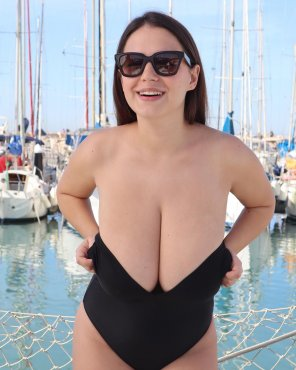 amateur photo Bursting out at the beach