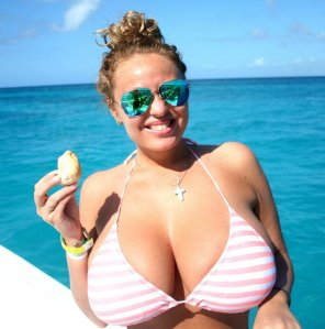 amateur photo Huge boobs on a boat