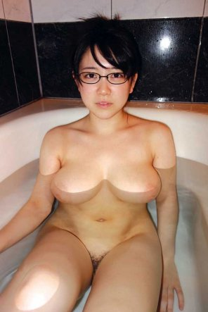 amateur photo Juicy in the tub