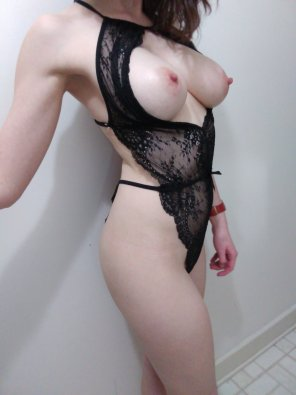 amateur photo Ivory in lace.