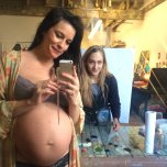 amateur photo Pregnant Liv Tyler about to be painted