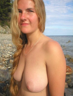 amateur photo Topless at the beach