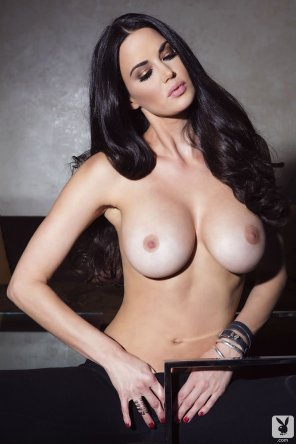 amateur photo Dark-Haired Stunner