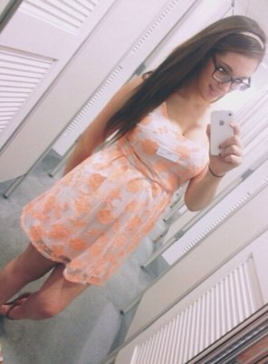 amateur photo Floral dress with glasses