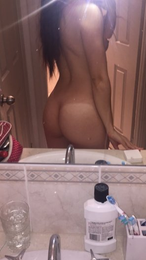 amateur photo Typical naked bathroom selfie