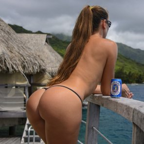 amateur photo Babe with a beer