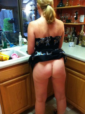 amateur photo Sometimes my slutwife cooks
