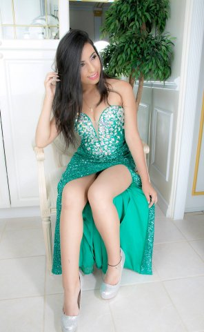 amateur photo Sexy Green Gown