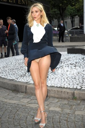 amateur photo A sudden breeze has Elizabeth Olsen feeling quite embarrassed