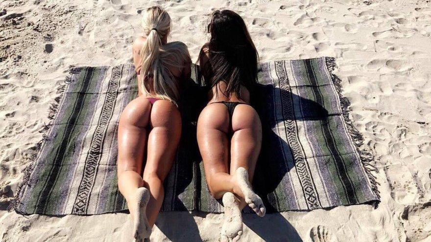 Beach pair Porn Photo