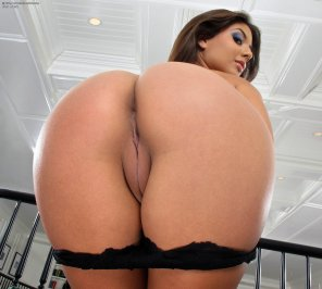 amateur photo Jynx Maze, rear view.