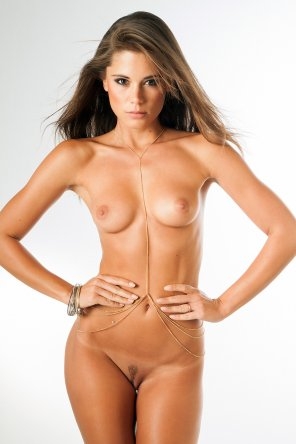 amateur photo Caprice x Body Chain