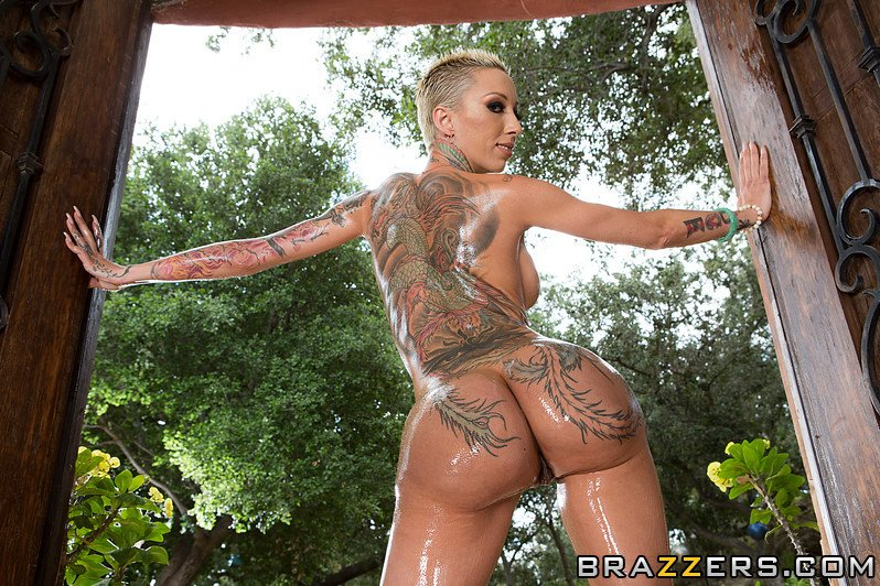 Bella Bellz oiled up Porn Photo