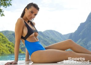 amateur photo Emily Ratajkowski for SI Swimsuit 2014